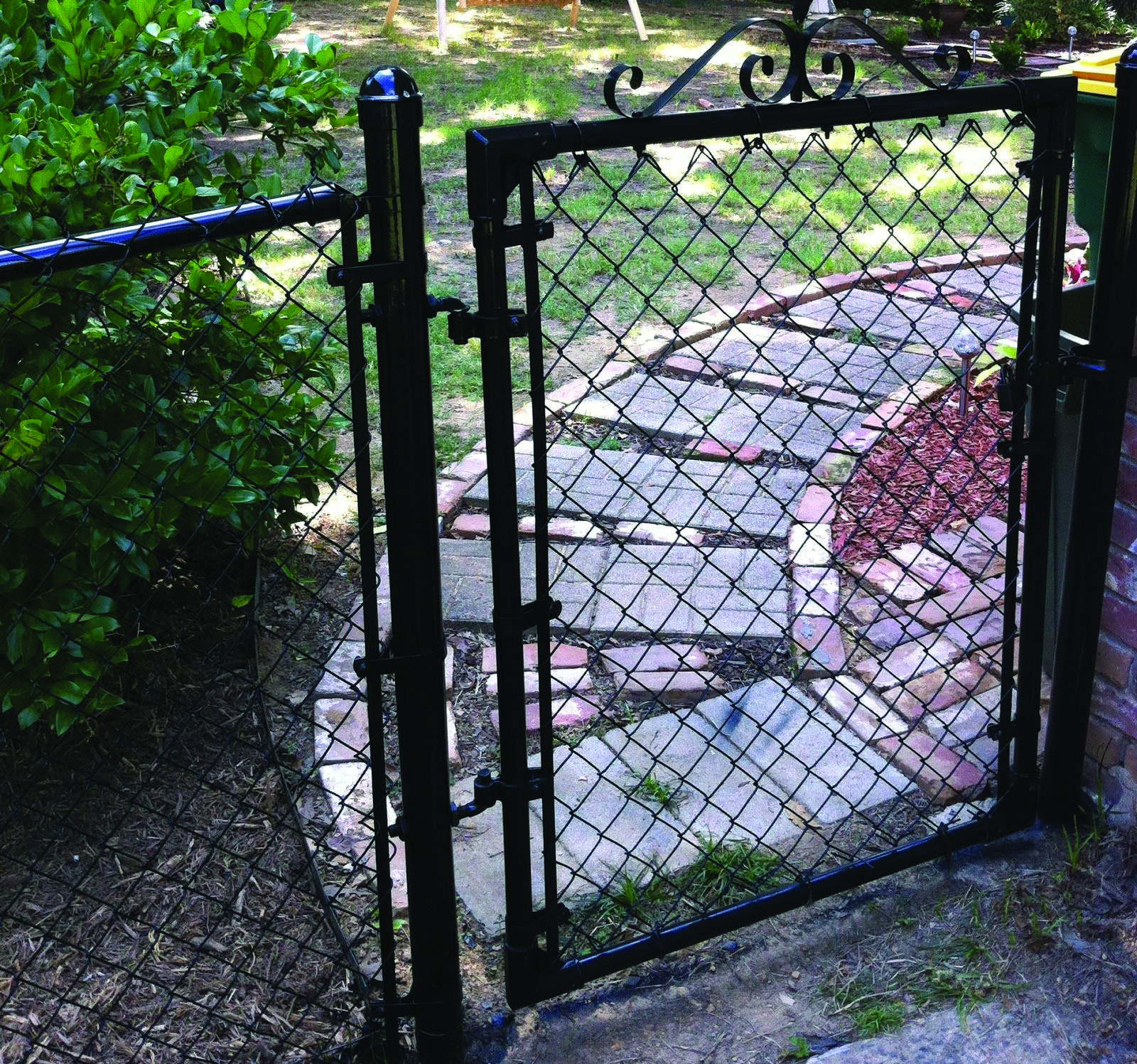 17 Beautiful Garden Fence Concepts Painted Chain Link Fence Chain Link Fence Gate Black Chain Link Fence