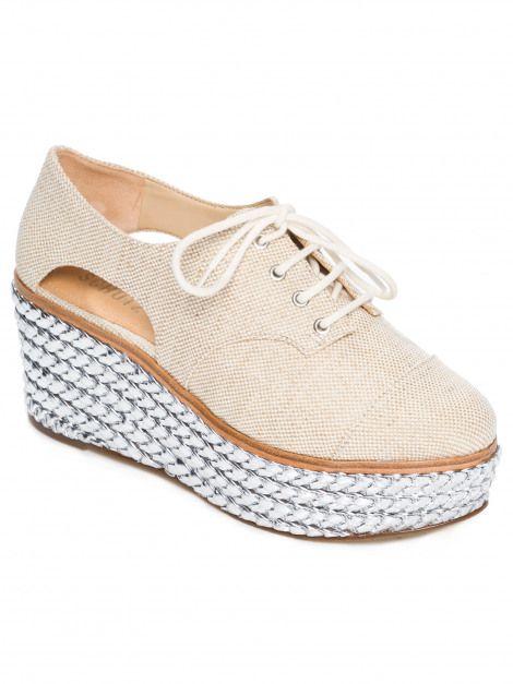 5c344bc7af Compre Schutz Sapato fechado salto médio lona - bege por R  342