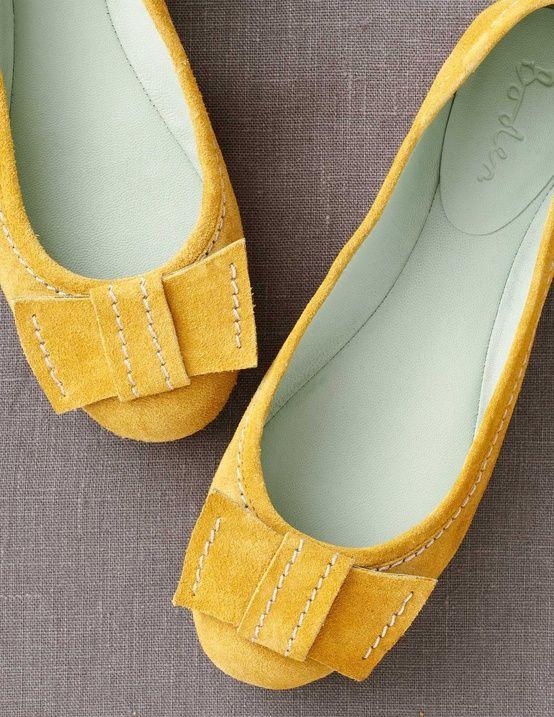 Sapatilhas amarelas com laços