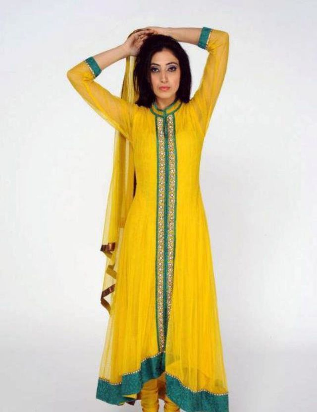 Simple But Very Pretty For Mehndi I Think Mehndi Dresses Look Nicer If They Are Simpler I Love Tradition Simple Mehndi Dresses Designer Dresses Dresses