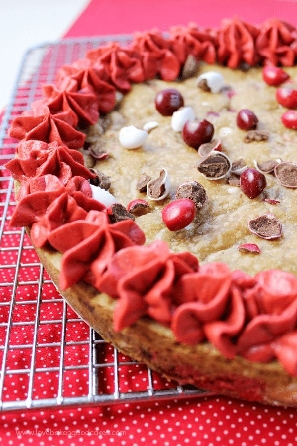 This show-stopping M&M's®️️️️️ Red Velvet Cookie Cake is perfect ... - Valentine's Day Dessert This show-stopping M&M's®️️️️️ Red Velvet Cookie Cake is perfect ...  - Valentine's Day Dessert -