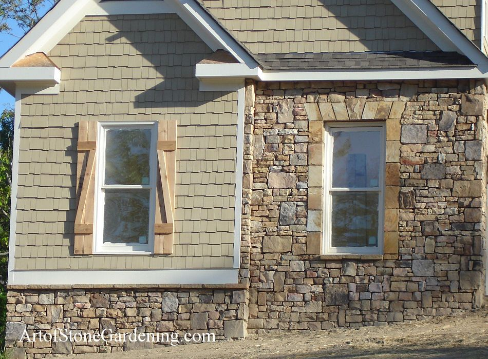 Natural stone veneer exterior stone siding rock veneer for Exterior stone work