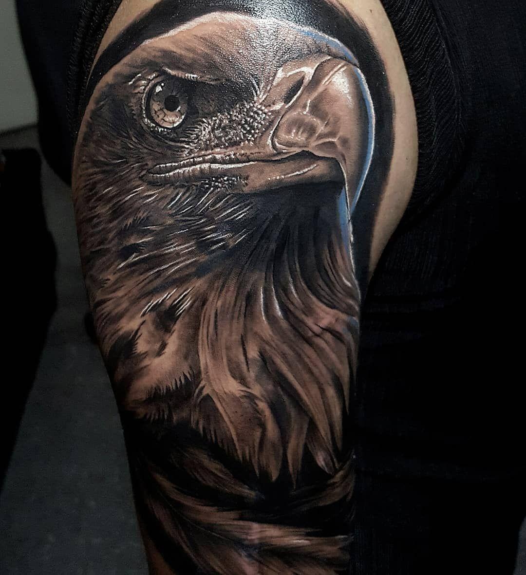 ●Águila / Realismo en Black & Gray y un cachito de color . . .  #tattoo #aguila #aguilatattoo #tattoorealistic #tattoos #tattooing #tattooist #tattooer #tattooart #tattooartist #blackandwhite #blackandgrey #portrait #portraittattoo #inktattoo #inked #tattooed #fresh #shading  #realismotattoo #realistictattoo