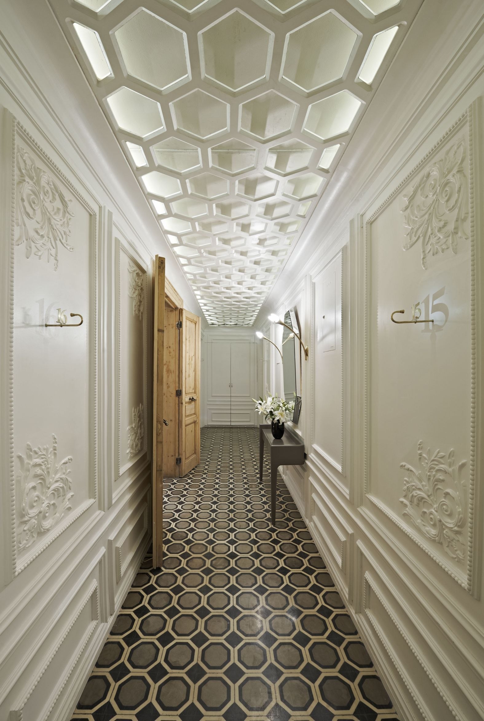 Deckengestaltung Mit Paneele Hotel Corridor Design Google Search Tiles In 2019 Design Hotel