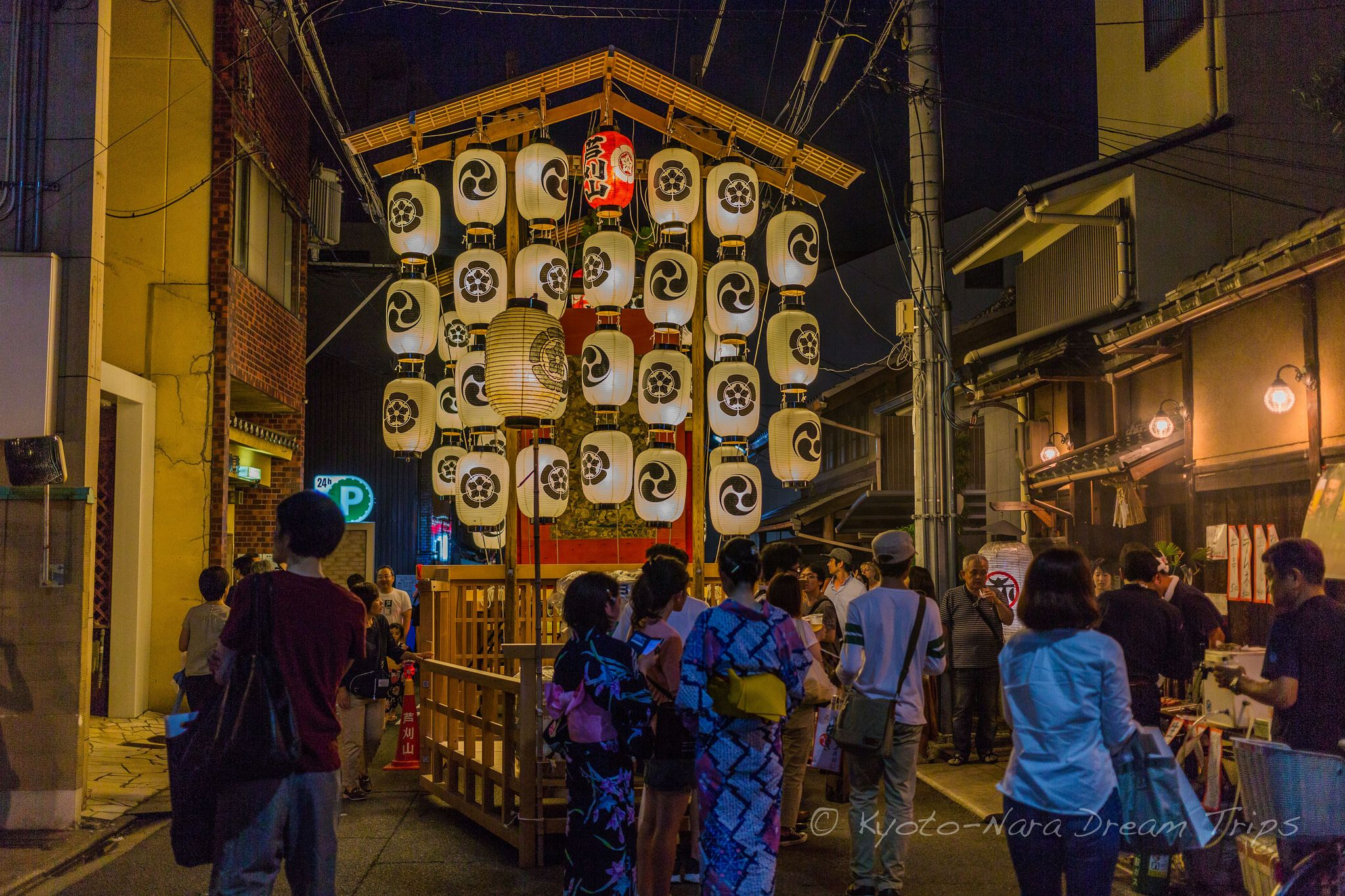 https://flic.kr/p/WxqzuF | Gion Matsuri 2017: YoiYoiYoiYama in Kyoto City! | Ashikari Yama (芦刈山) during yoiyoiyoiyama (宵々々山) Gion Matsuri (祇園祭り) in Kyoto City.