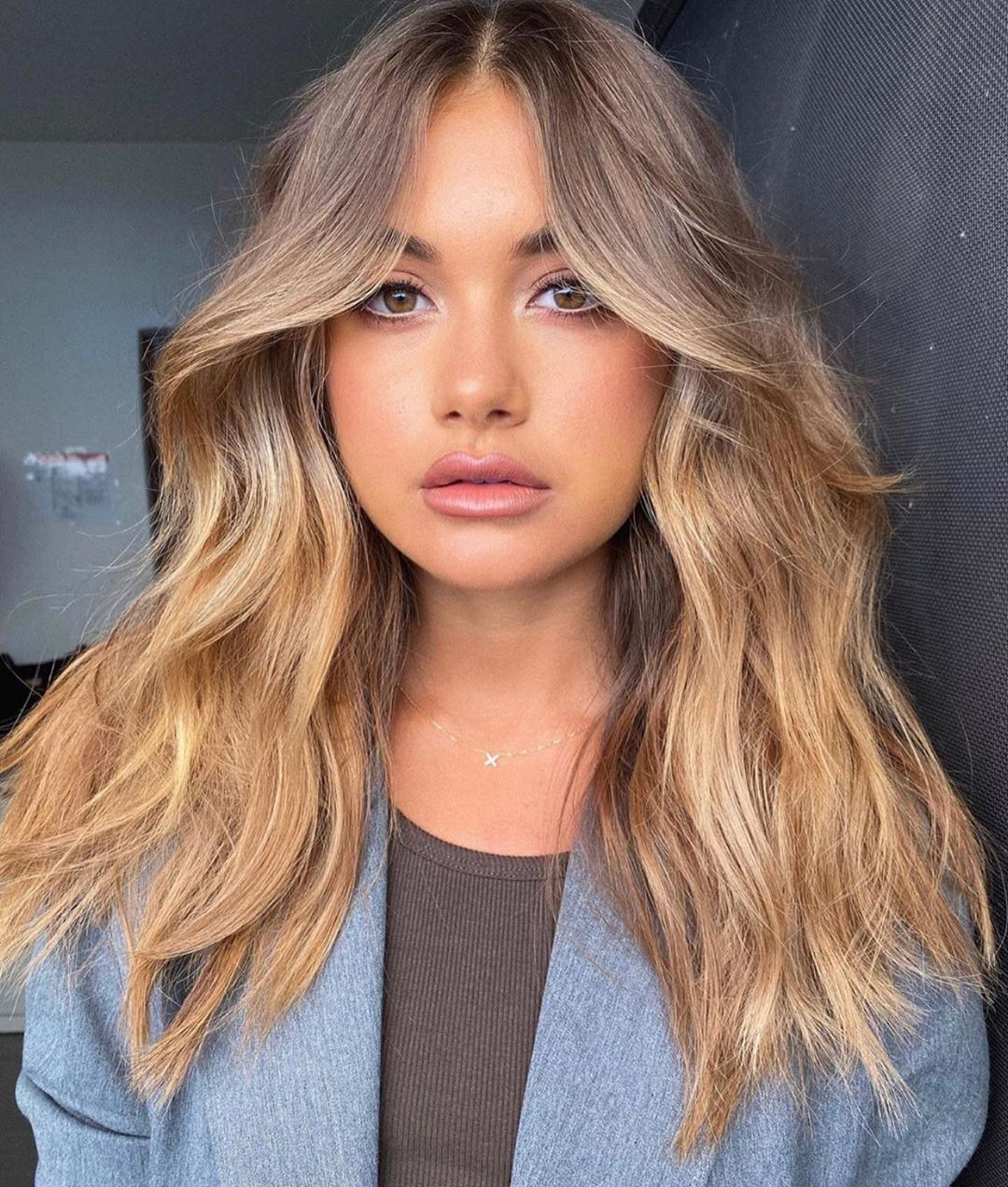 25 Slimming Hairstyles For Round Faces 2020 Ultimate Hair Guide In 2020 Haircuts For Wavy Hair Hair Styles Bangs With Medium Hair