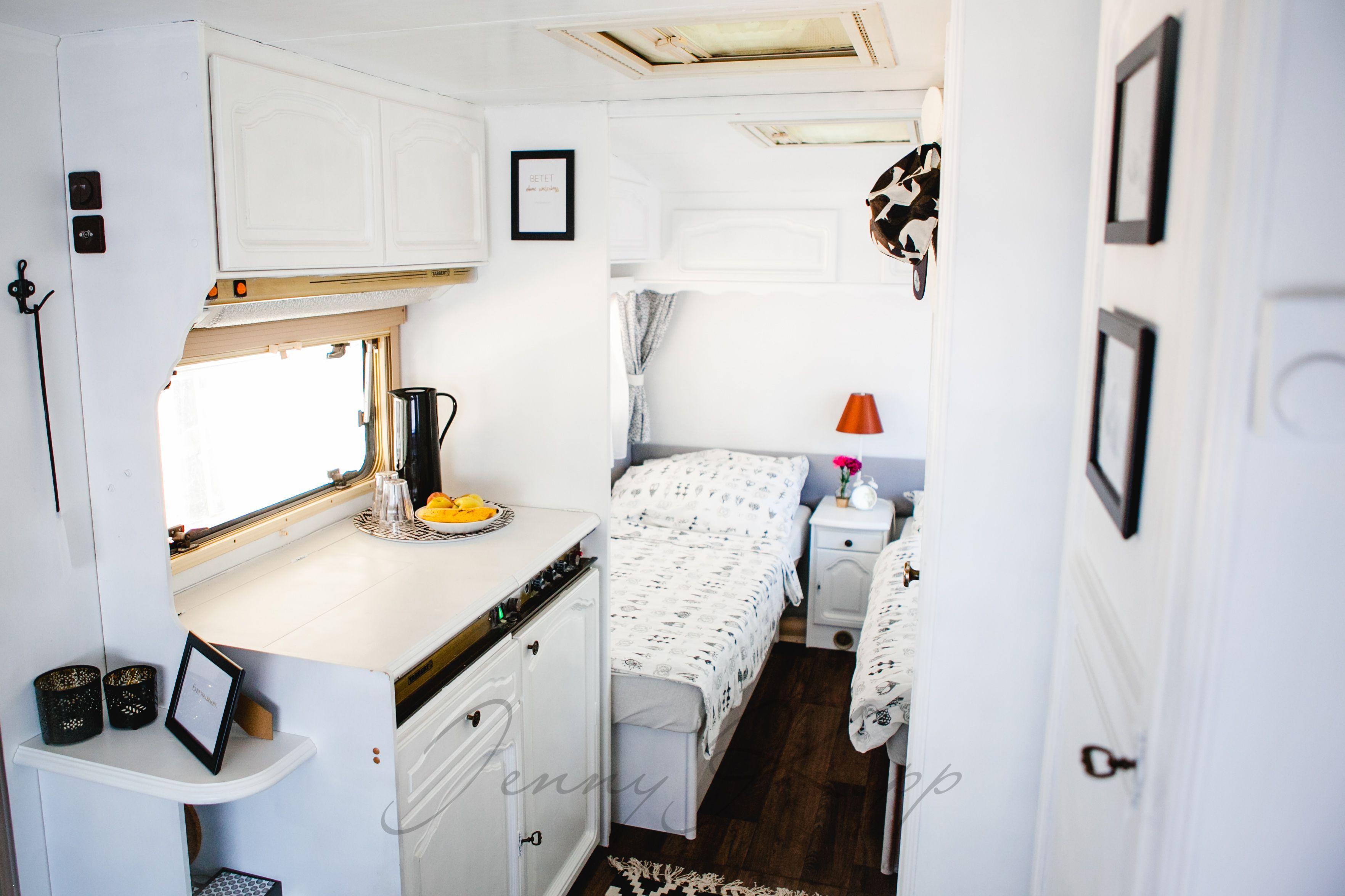 unser renovierter wohnwagen alles in schwarz wei gold bronze wohnwagen renoviert. Black Bedroom Furniture Sets. Home Design Ideas