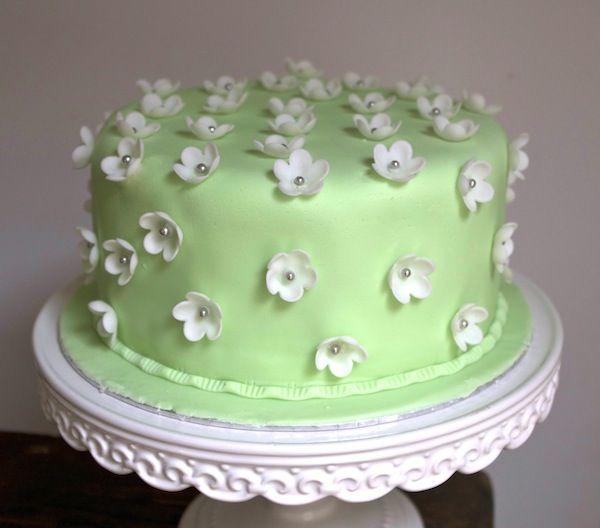 cake design fleurs pate sucre un bon rapport qualité temps gâteau
