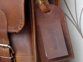 The Scaramanga luggage tag can come in either tan polished or distressed leather - just pick which one you prefer from the drop down options menu.    Perfect for your Scaramanga vintage leather satchel, leather messenger bag or vintage travel bag. £3