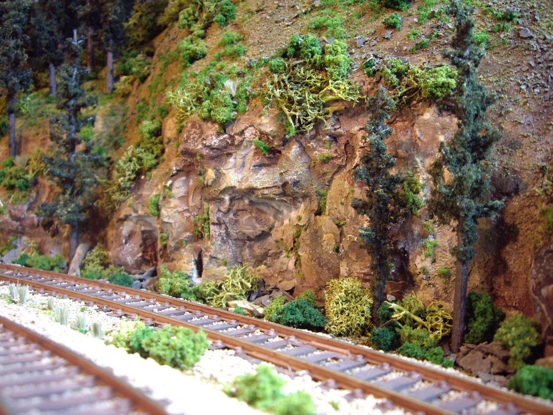 another awesome HO Scale Layout, if you need model trees, take a look here http://www.modeltrainfigures.com