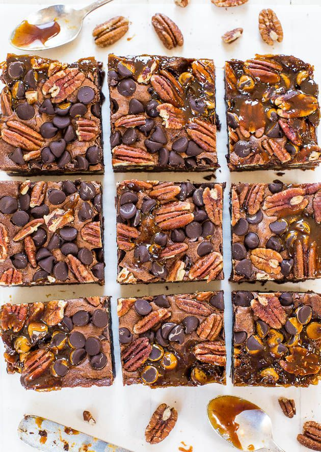 The Best Turtle Brownies - Averie Cooks #turtlebrownies The Best Turtle Brownies - Super fudgy and loaded with chocolate, pecans and caramel! So.crazy.good!!!