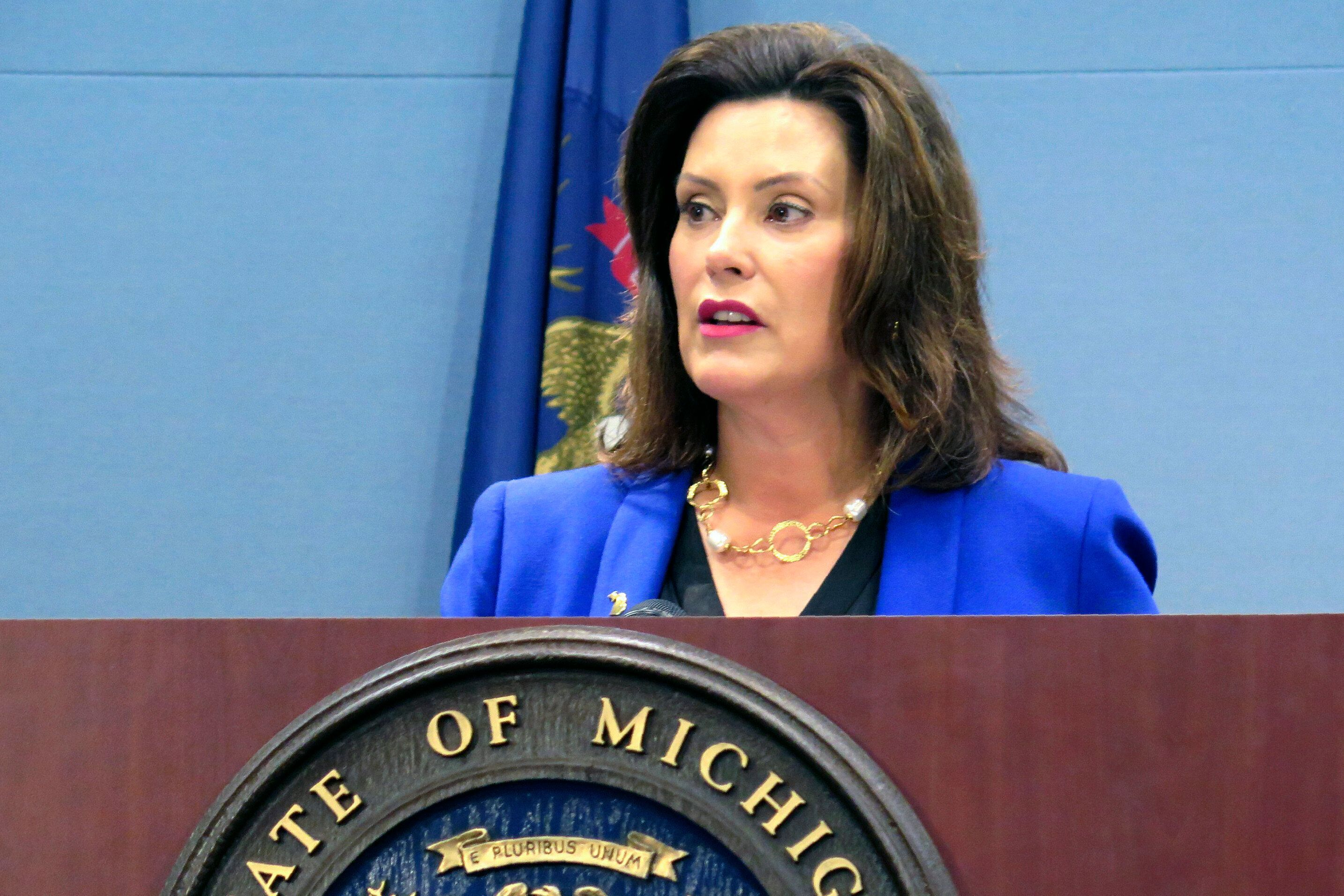 Gov Gretchen Whitmer Says Medical Vendors Told Not To Send Stuff To Michigan Huffpost In 2020 Governor State Of The Union Trump