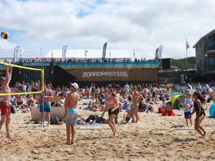 These Towns Take Hanging Out On The Beach To A Whole New Level From Food And Wine Festivals To The Best Live M Festivals Around The World Beach Festival Beach