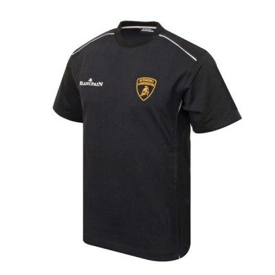 Official Lamborghini Merchandise    Black Lamborghini Short Sleeved T – Shirt,    Complete with screen printed logos and piping detail at the shoulder fronts    This is a great piece of casual teamwear from the Lamborghini Super Trofeo Teamwear range and is a must have for any Lamborghini Fan