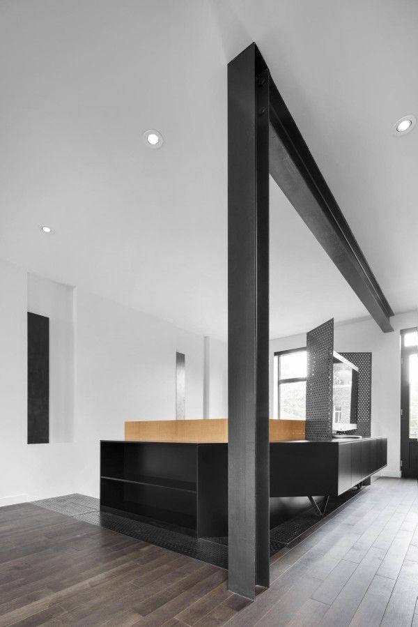 Modernist House Focuses On Natural Light H Beam Modern Interior