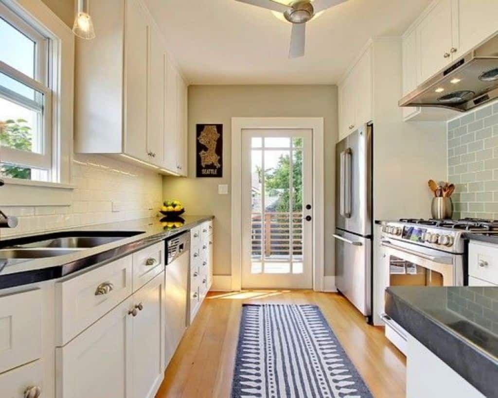 Machen Eine Galeere Küche Größer Erscheinen Integrierte Geräte Gebaut, In  Die Küche Wände U.