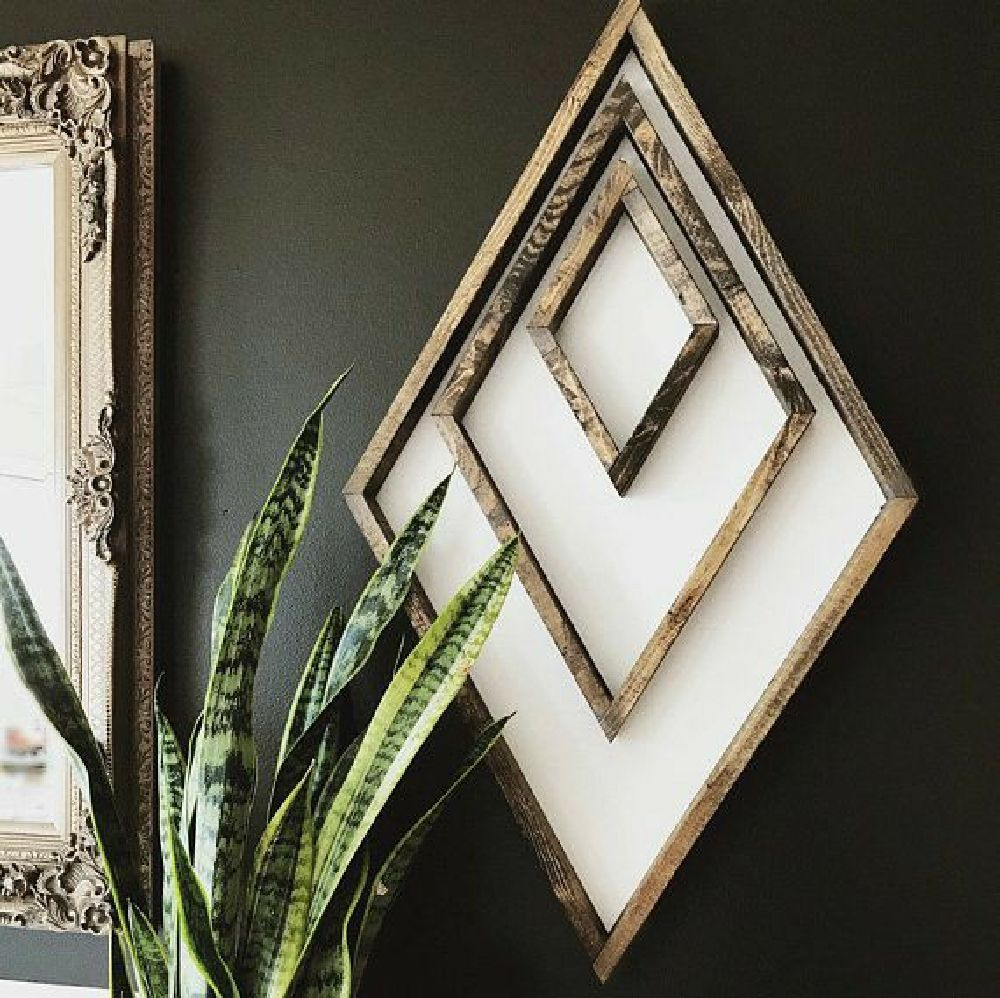 25 Attractive Wall Design with Wooden Frames to Make Your Empty Walls look Beautiful