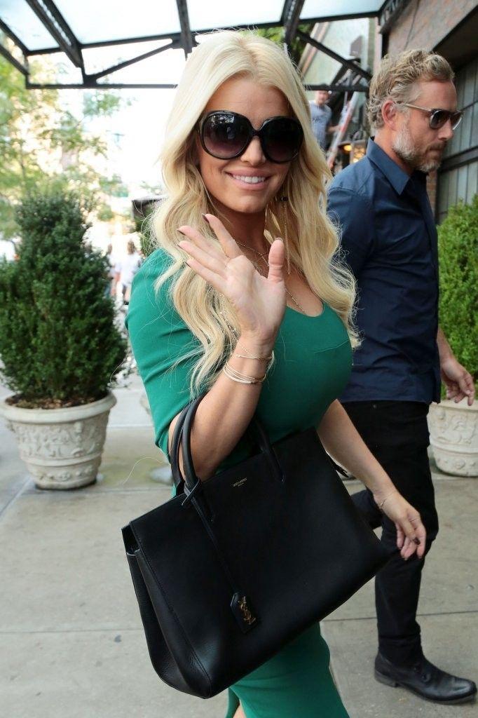 fe9b768115 Jessica Simpson wearing Tom Ford Alicia sunglasses