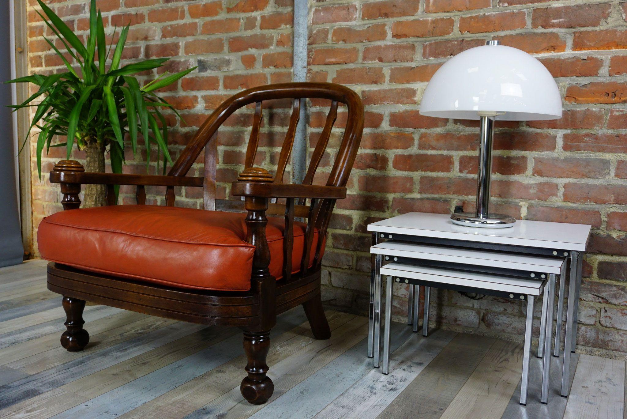 Paire de fauteuils club vintage en bois et cuir fauve