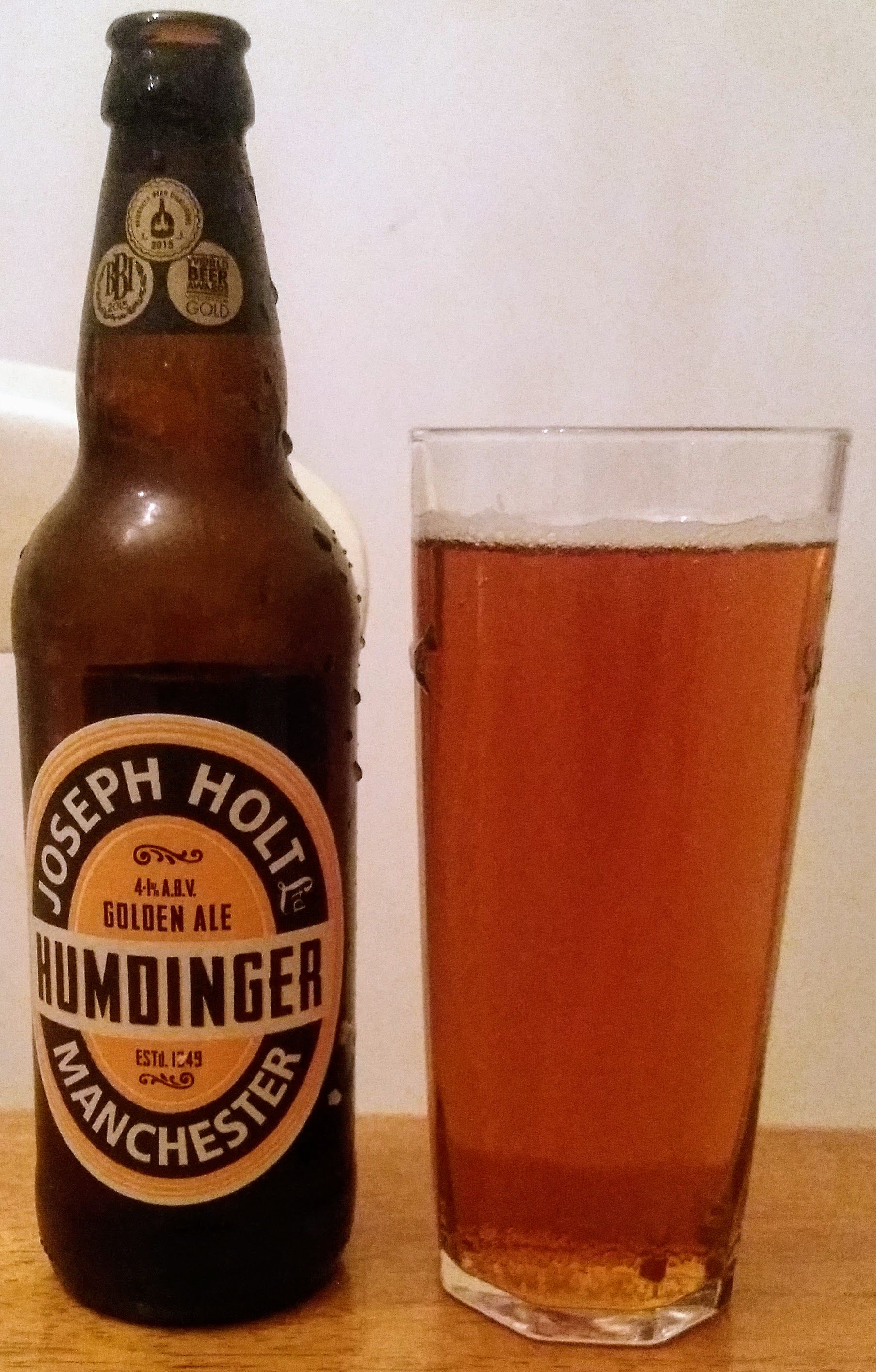 Humdinger From Joseph Holt I M Not A Fan Of Honey Beers But This One A Strong Bitter Backbone To Balance The Sweetness The Resul Beer Brands Beer Beer Label