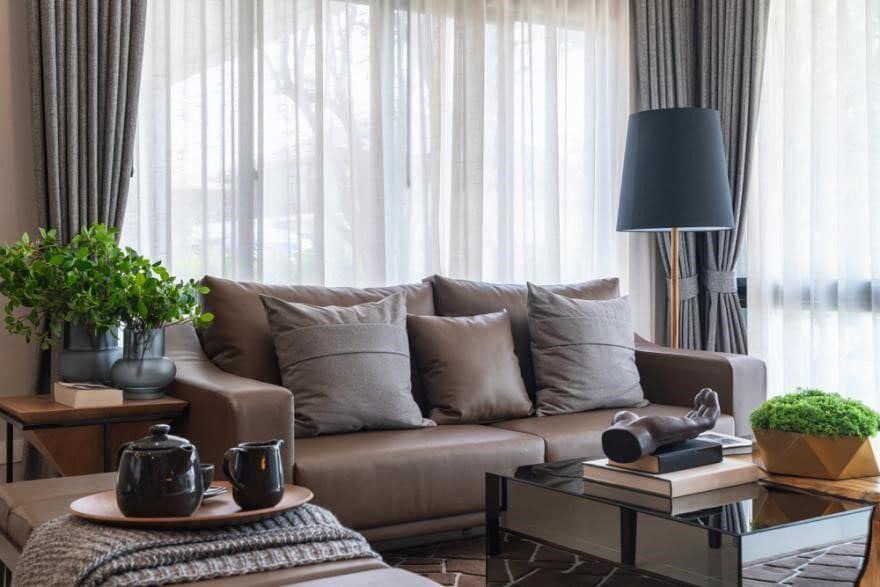 Les plus beaux salons couleur taupe en décoration | Salon couleur taupe, Couleur taupe et ...