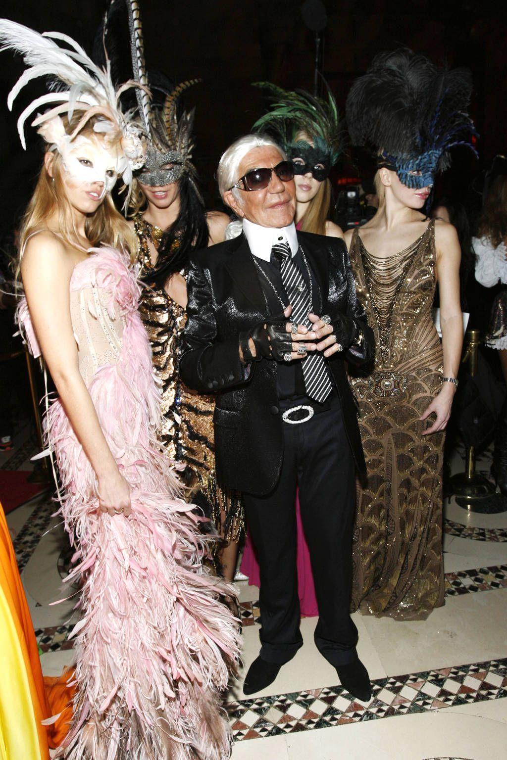 33 Celebrity Halloween Costumes - Best Celebrity Costume Ideas - Harperu0027s BAZAAR  sc 1 st  Pinterest & 60 Epic Celebrity Halloween Costume Ideas | Celebrity halloween ...