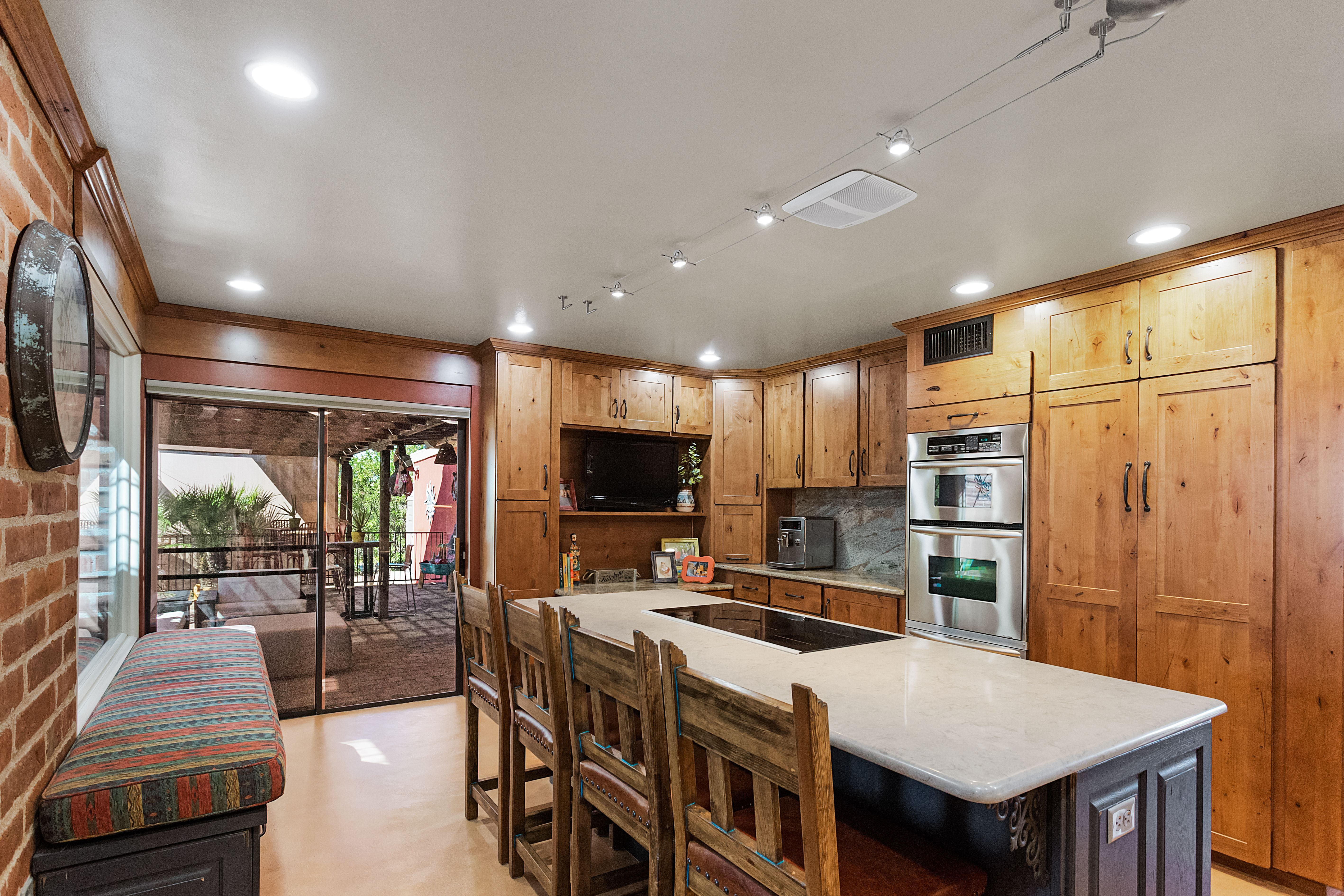 This Kitchen Has Some Refaced And Some New Cabinets From Showplace Cabinetry Designed With A Southwestern Flair De Southwest Kitchen Kitchen Design Kitchen