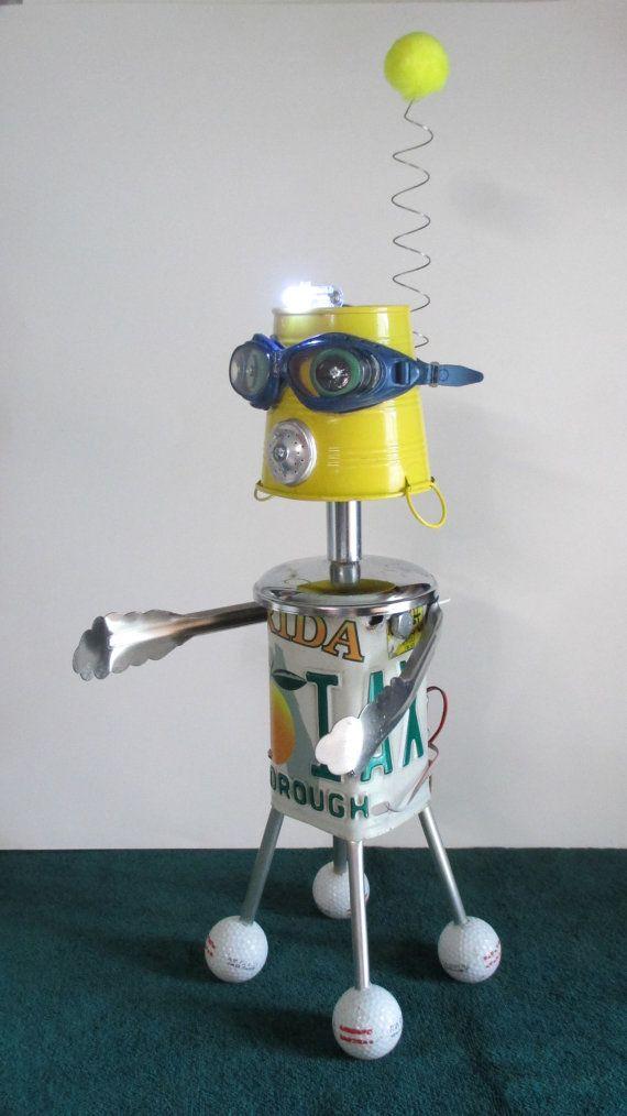 Pin De Cinnamon Simba En Robots Metal Sculptures Ray Guns