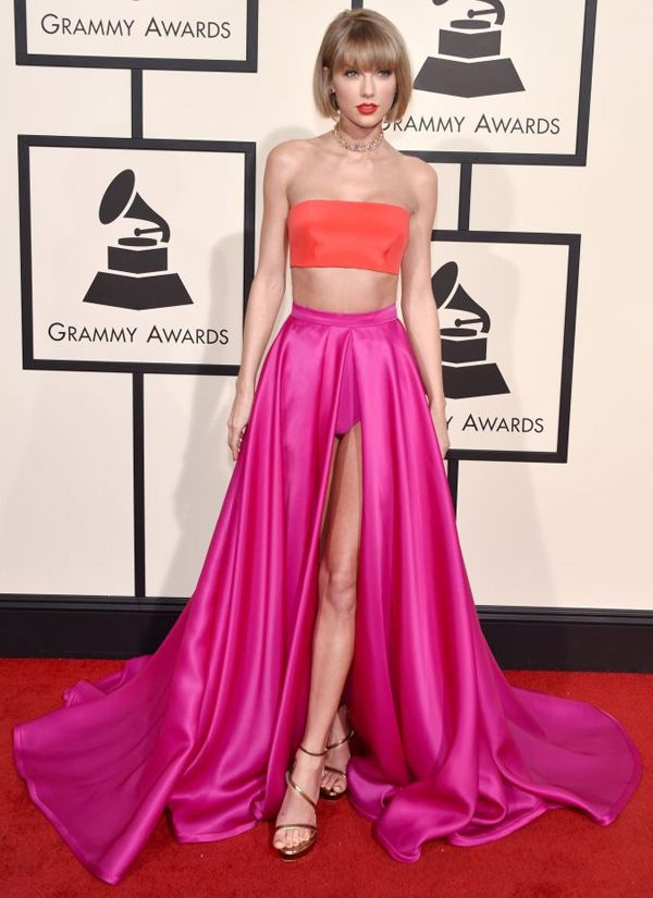 c9da8d4da Taylor Swift no red carpet do Grammy 2016.