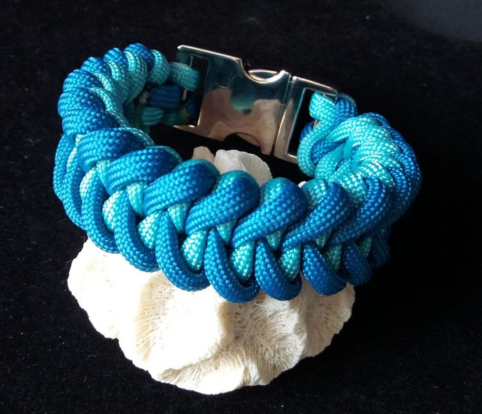 armb nder paracord armband mit haifischknoten ein. Black Bedroom Furniture Sets. Home Design Ideas