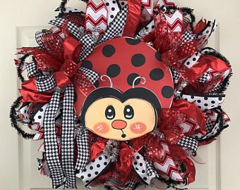 Photo of Items similar to Bee deco mesh Wreath on Etsy