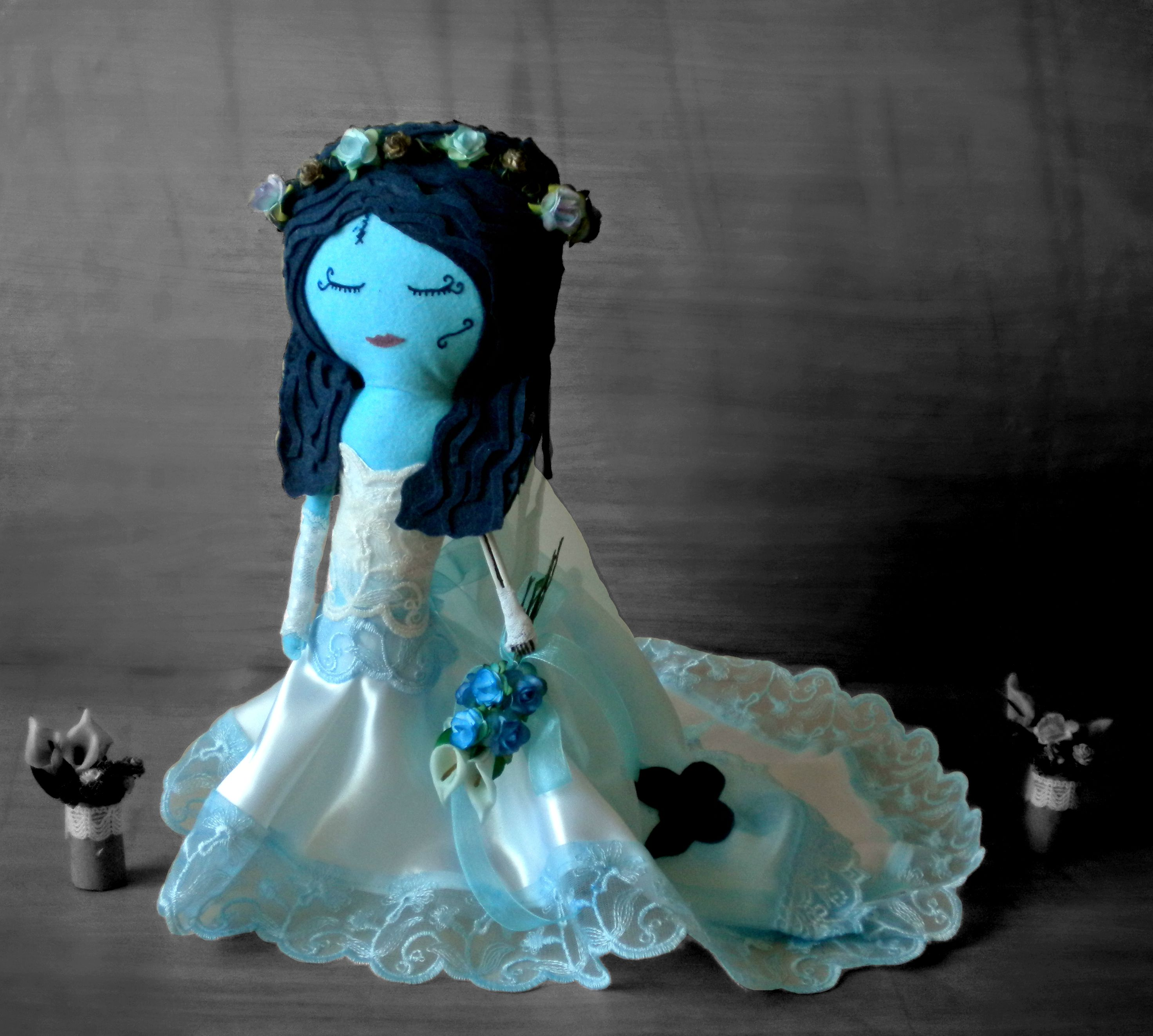 Novia Cadáver de fieltro hecha a mano en homenaje a Tim Burton. Corpse Bride felt.