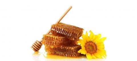 La miel debe consumirse cruda (sin calentar ni pasteurizar) para que conserve toda su riqueza nutritiva y saludable.