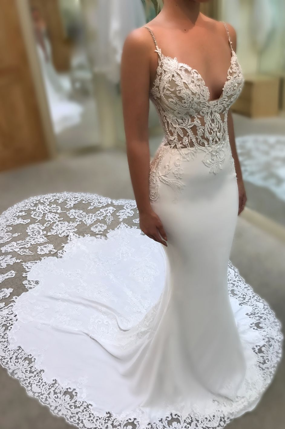 e506f18f05871 Sexy Sweetheart Spaghetti Straps Mermaid Wedding Dresses Lace Appliques Wedding  Gowns with Court Train
