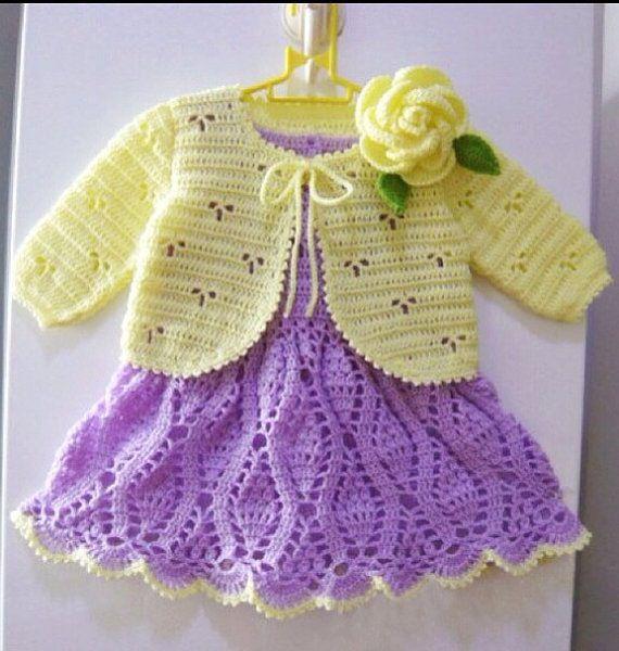Crocheted baby dress and sweater.   VESTIDOS DE MUÑECA Y otras cosas ...
