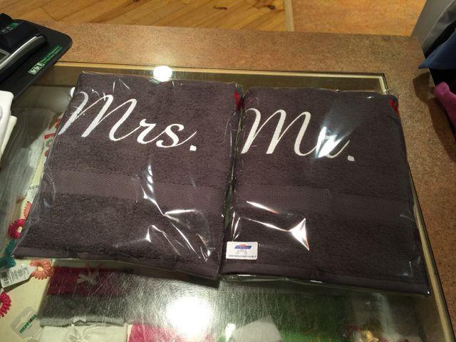 Een set handdoeken voor een bruidspaar  Borduren persoonlijke kados  Pinterest