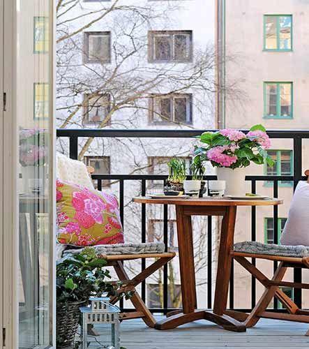 Terraza De Forma Alargada O Pequena Tipo Balcon Colocar Mesa Y Sillas Para Dos Unicas Personas Coloca Varandas Pequenas Estilo De Varanda Decoracao Parisiense