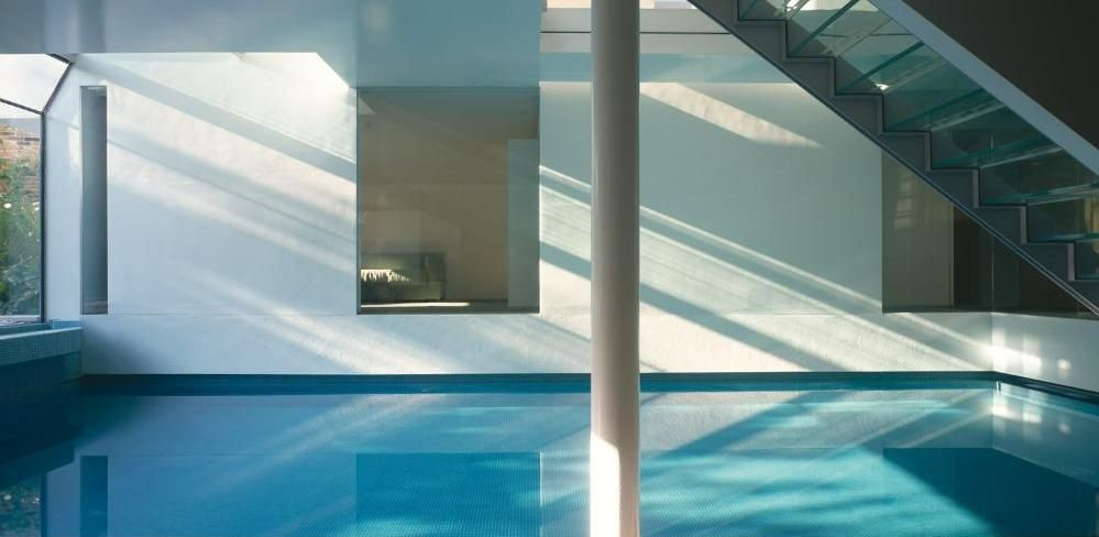 Contemporary Beach House Design The swimming pool at the beach Pool ...