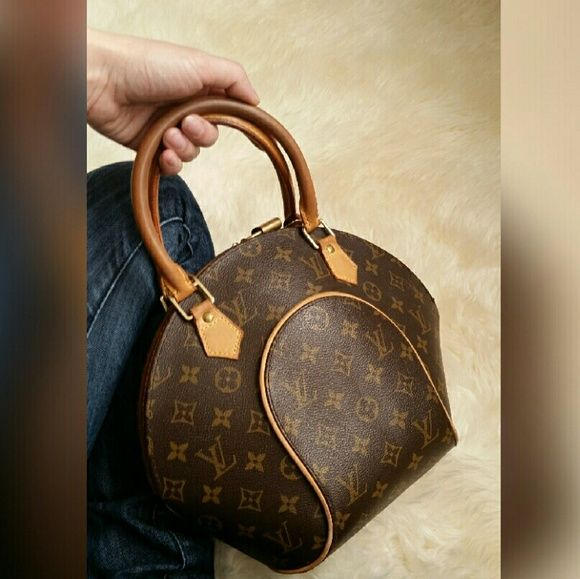 df23fe4d8 Louis Vuitton Monogram Ellipse PM Beautiful 100% authentic Louis Vuitton  Monogram Elipse PM in good