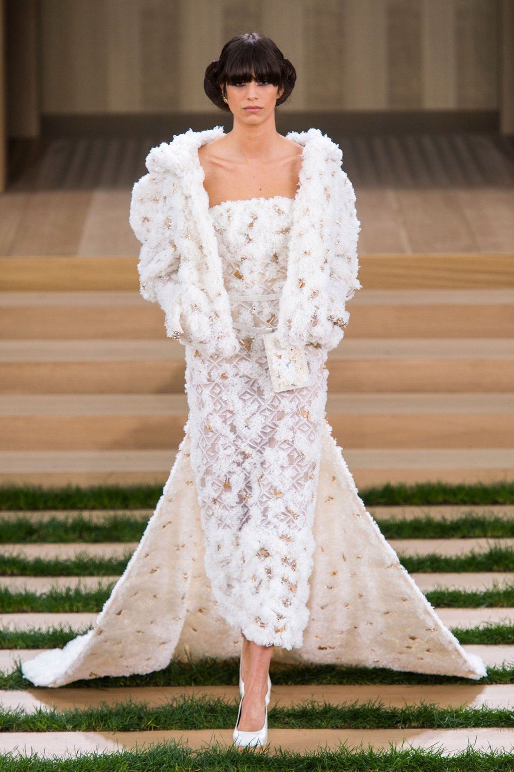 The best looks from this morning's CHANEL couture showwhich is your favorite?  https://t.co/WTqNbnMy5f https://t.co/UbrDqllT2T