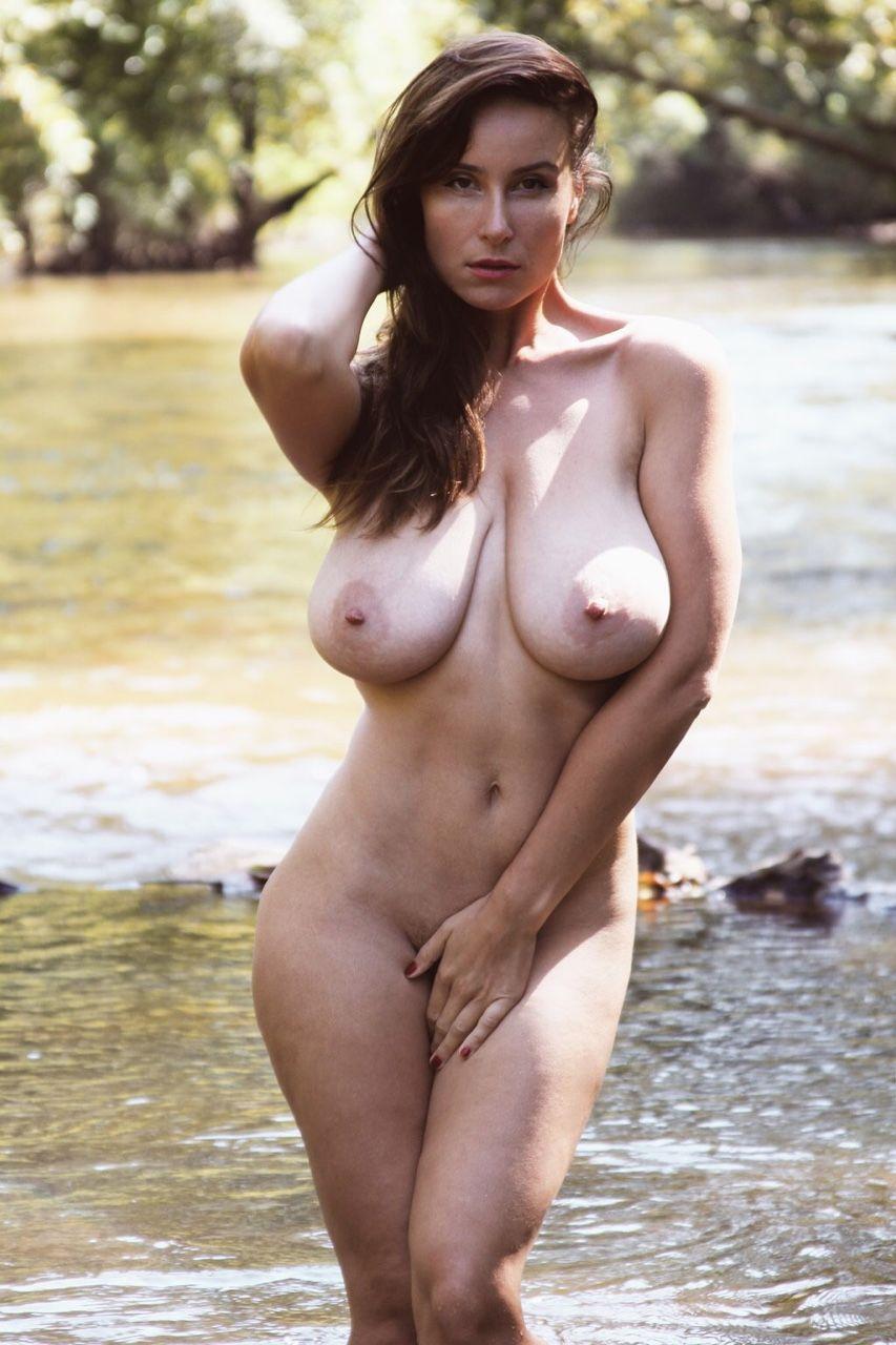 Busty women with nice ass