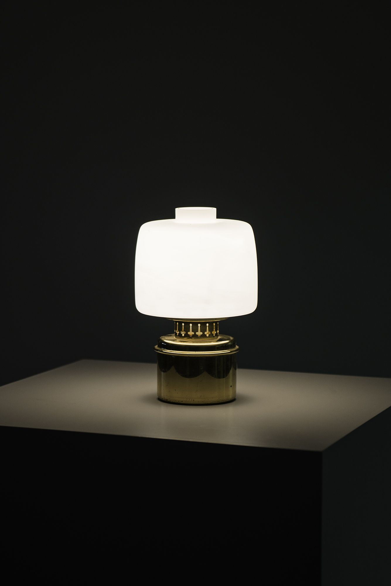 Hans-Agne Jakobsson table lamp model B-255 at Studio Schalling