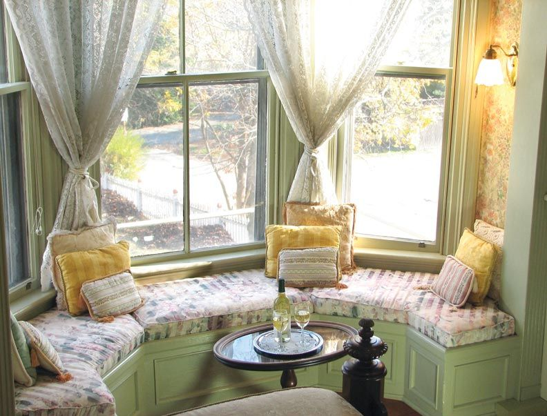 How To Decorate Round Rooms Old House Online Living Room Seating Turret Room Built In Seating