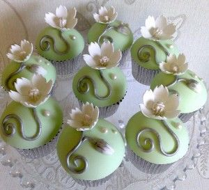 fondant with gum paste flower (use any pre-made deco as well over simple smooth fondant)