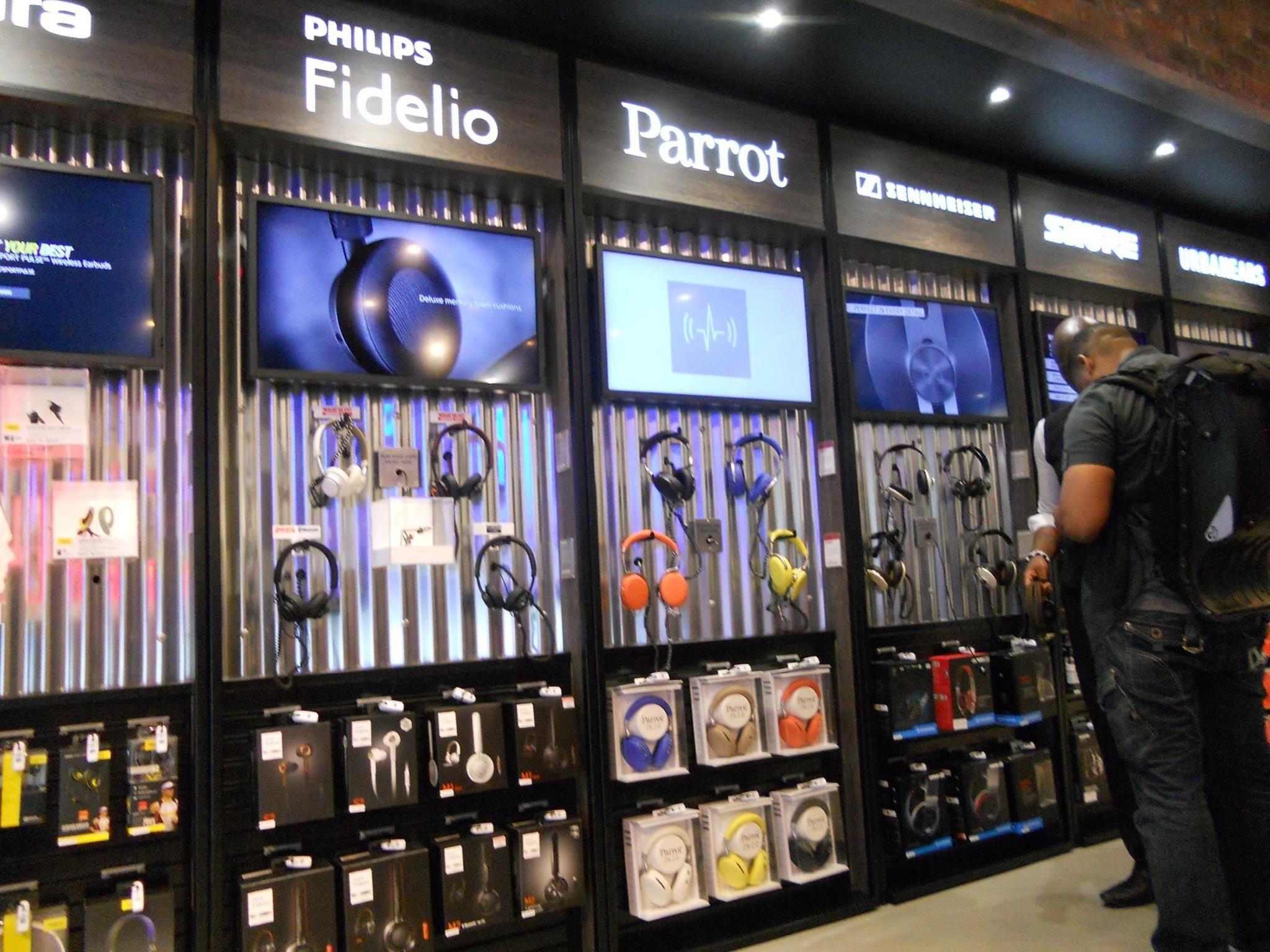 Selfridges Sonic Showcase Wall Of Sound Store Design Interior Electronics Store Display Mobile Shop Design