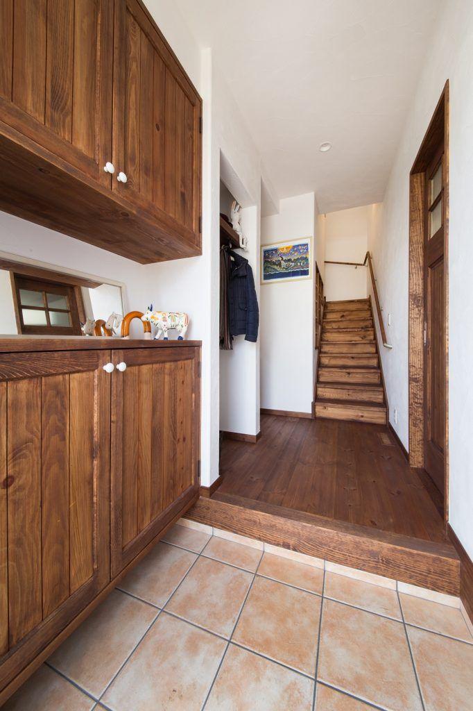 【アイジースタイルハウス】玄関。便利な棚に収納を兼ね備えたくつ箱
