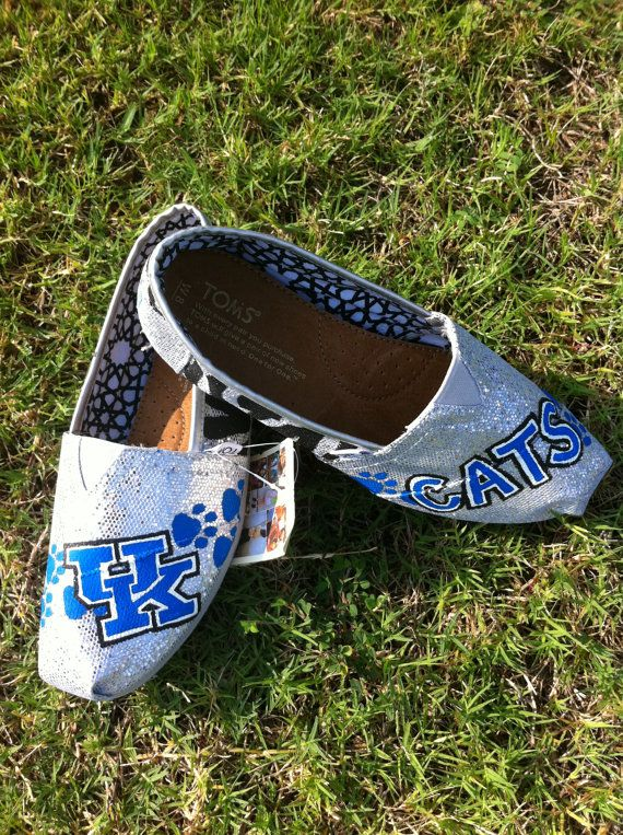 LOVE LOVE LOVE---sparkly toms personalized with UK wildcats!! perfect combo!