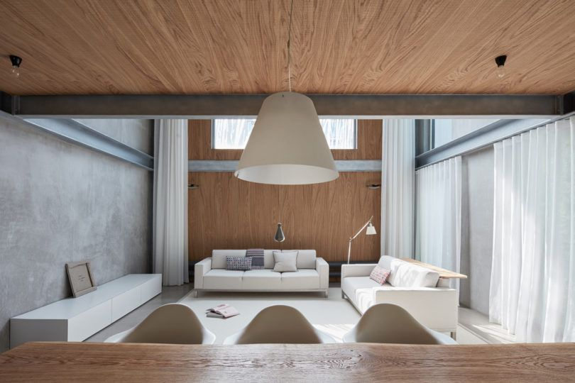 A Modern 12 Year Old House In The Czech Republic Gets A New
