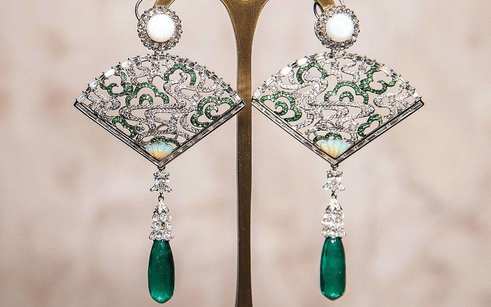 Drop-Shaped Chinese Jade Pendant