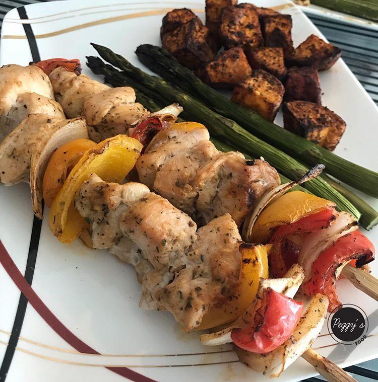 Peggy Schmidt De Barboza On Instagram Pinchos De Pechuga De Pollo Una Opción Superfit Deliciosa Y Fácil De Preparar Para Almorzar O Cena Food Chicken Pork